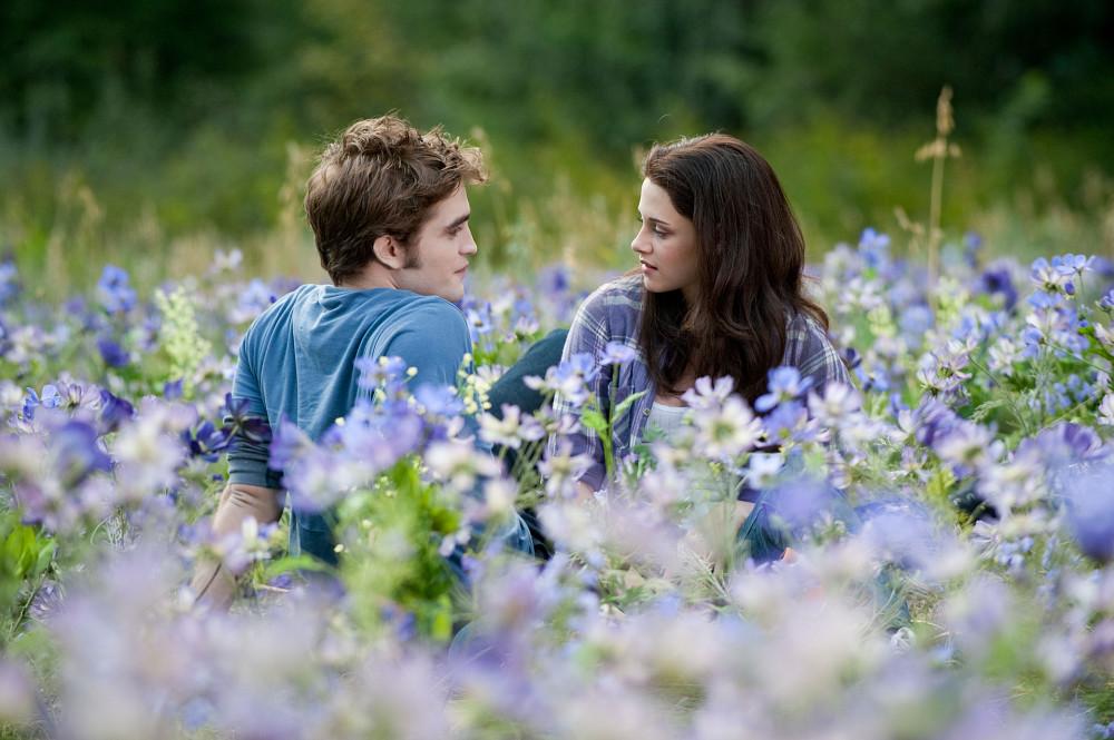 Bella i Edward od zmierzchu spotykają się w prawdziwym życiu z którym Keegan Allen randkuje w prawdziwym życiu 2013